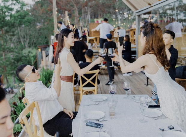 Vũ Khắc Tiệp tuyên bố thoát kiếp FA kèm ảnh tình tứ với Ngọc Trinh, netizen nghi cả hai chốt kèo cưới sau 10 năm friendzone - Ảnh 4.