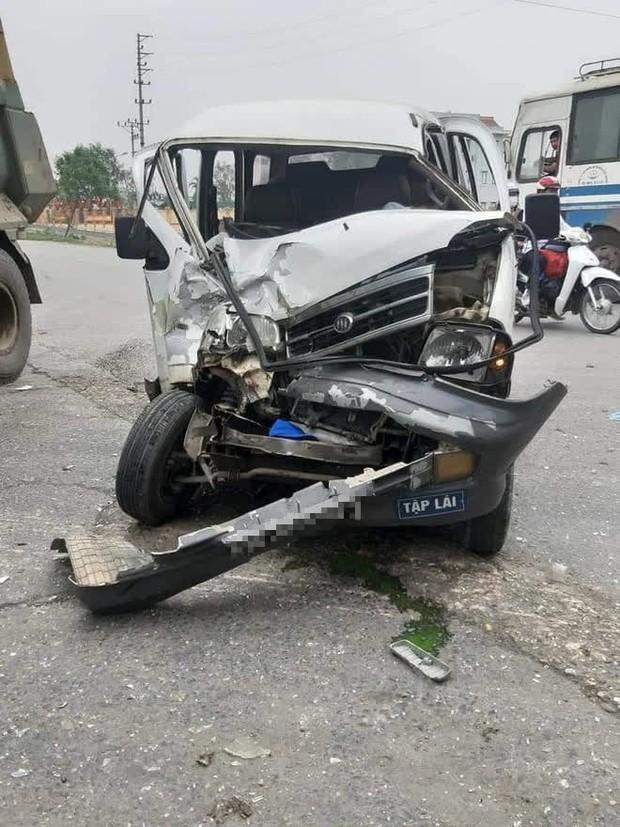 Bắc Ninh: Nữ học viên tập lái ô tô rồi đâm nát đầu xe, thầy giáo ngồi cạnh máu me đầy mặt không nói nên lời - Ảnh 2.