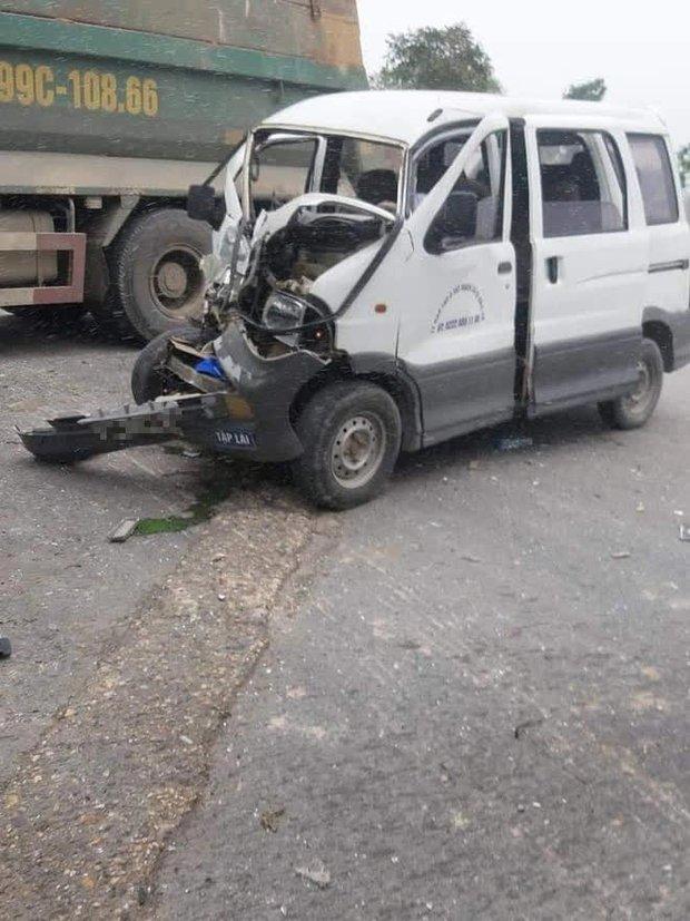Bắc Ninh: Nữ học viên tập lái ô tô rồi đâm nát đầu xe, thầy giáo ngồi cạnh máu me đầy mặt không nói nên lời - Ảnh 1.