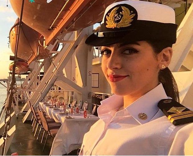 Thực hư thông tin nữ thuyền trưởng đầu tiên của Ai Cập là người gây ra tai nạn tắc kênh đào Suez, làm tổn thất hàng chục tỷ USD - Ảnh 1.