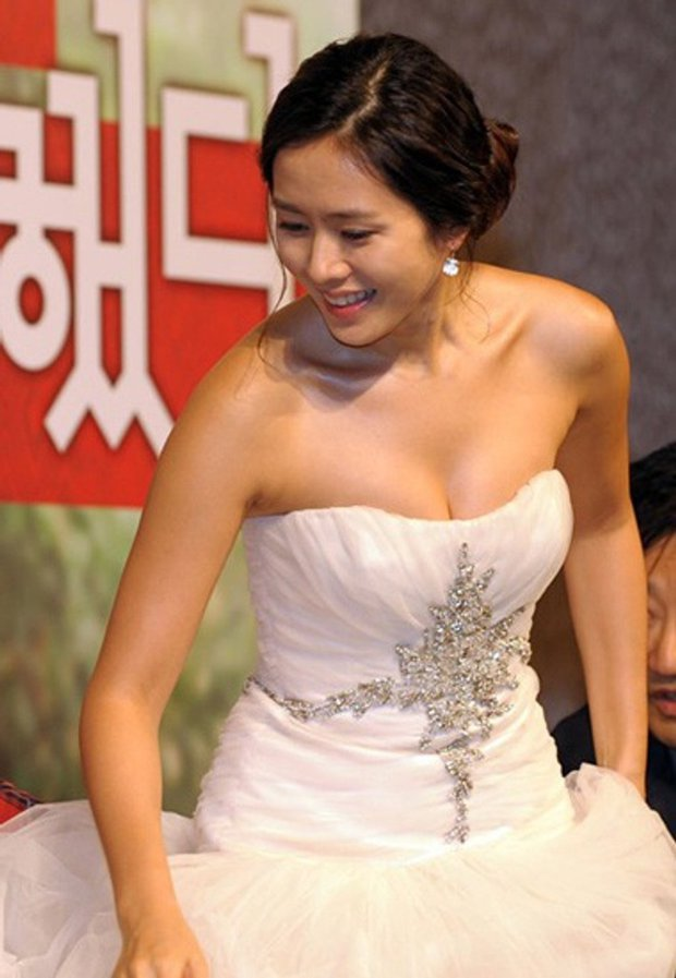 Hot lại ảnh Son Ye Jin làm cô dâu 13 năm trước, ảnh vỡ nhoè nhưng nhan sắc vẫn đỉnh: Thế này Hyun Bin vội rước về đi chứ còn gì? - Ảnh 8.