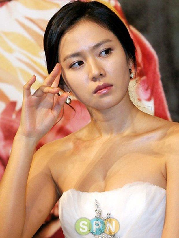 Hot lại ảnh Son Ye Jin làm cô dâu 13 năm trước, ảnh vỡ nhoè nhưng nhan sắc vẫn đỉnh: Thế này Hyun Bin vội rước về đi chứ còn gì? - Ảnh 7.