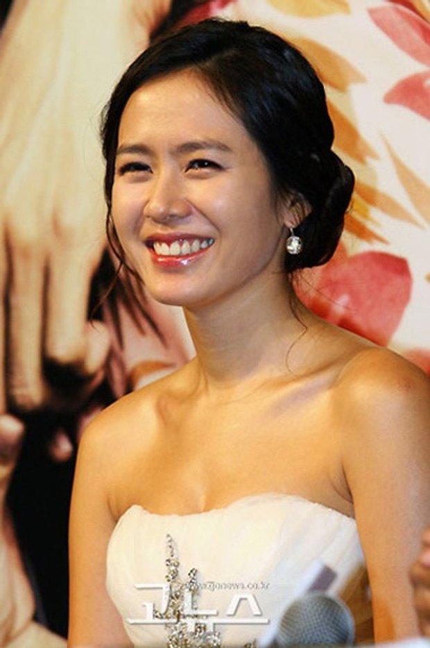 Hot lại ảnh Son Ye Jin làm cô dâu 13 năm trước, ảnh vỡ nhoè nhưng nhan sắc vẫn đỉnh: Thế này Hyun Bin vội rước về đi chứ còn gì? - Ảnh 6.