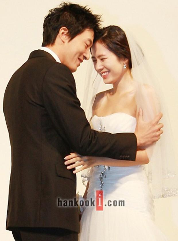 Hot lại ảnh Son Ye Jin làm cô dâu 13 năm trước, ảnh vỡ nhoè nhưng nhan sắc vẫn đỉnh: Thế này Hyun Bin vội rước về đi chứ còn gì? - Ảnh 10.