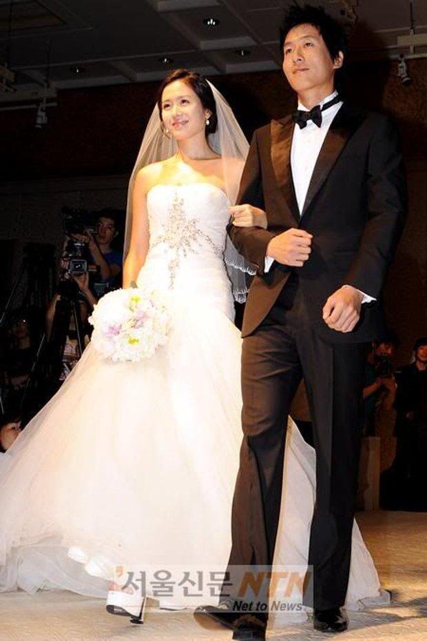 Hot lại ảnh Son Ye Jin làm cô dâu 13 năm trước, ảnh vỡ nhoè nhưng nhan sắc vẫn đỉnh: Thế này Hyun Bin vội rước về đi chứ còn gì? - Ảnh 2.