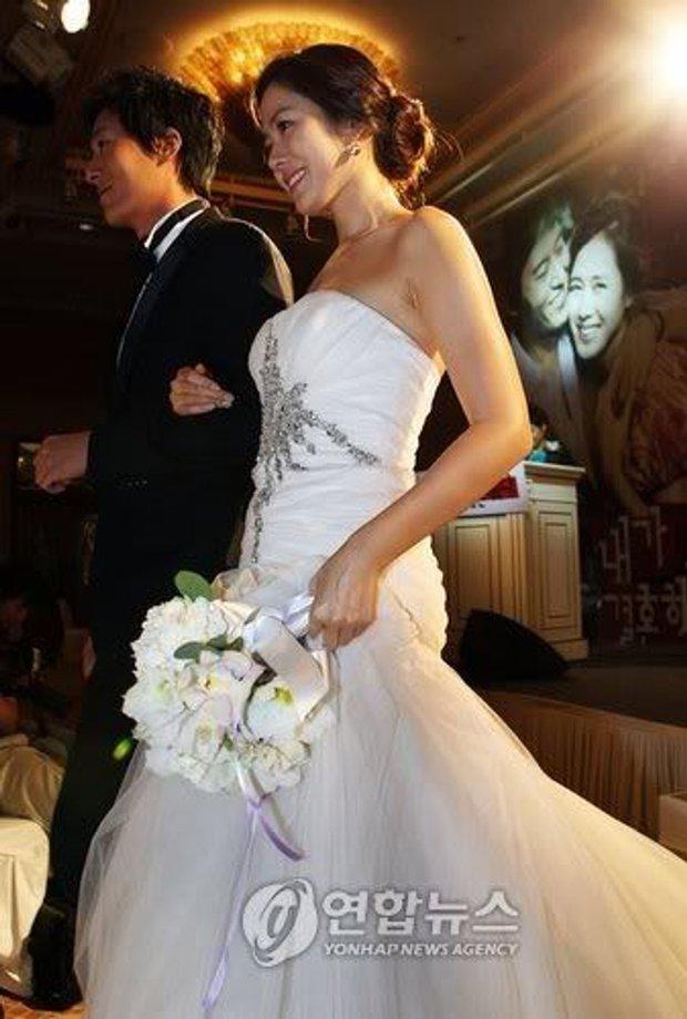 Hot lại ảnh Son Ye Jin làm cô dâu 13 năm trước, ảnh vỡ nhoè nhưng nhan sắc vẫn đỉnh: Thế này Hyun Bin vội rước về đi chứ còn gì? - Ảnh 4.