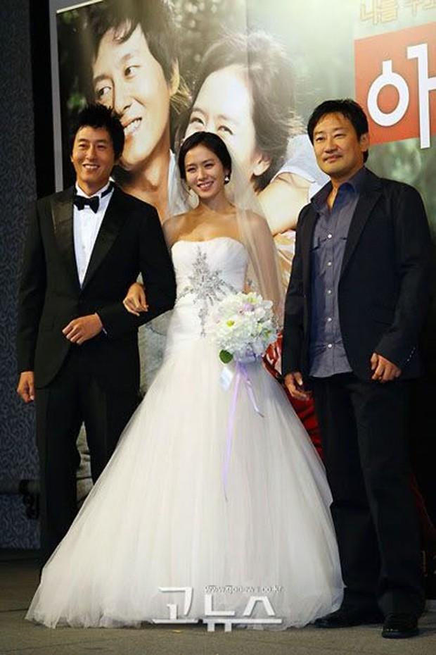 Hot lại ảnh Son Ye Jin làm cô dâu 13 năm trước, ảnh vỡ nhoè nhưng nhan sắc vẫn đỉnh: Thế này Hyun Bin vội rước về đi chứ còn gì? - Ảnh 9.