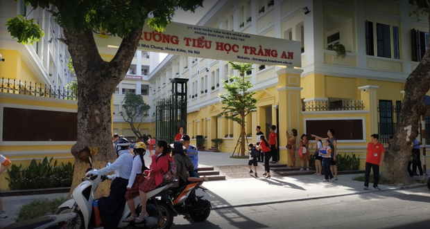 Con trai BTV Quang Minh mới lớp 1 đã làm host chương trình tầm cỡ quốc tế, làm hành động với bạn nữ được bố khen nức nở - Ảnh 5.
