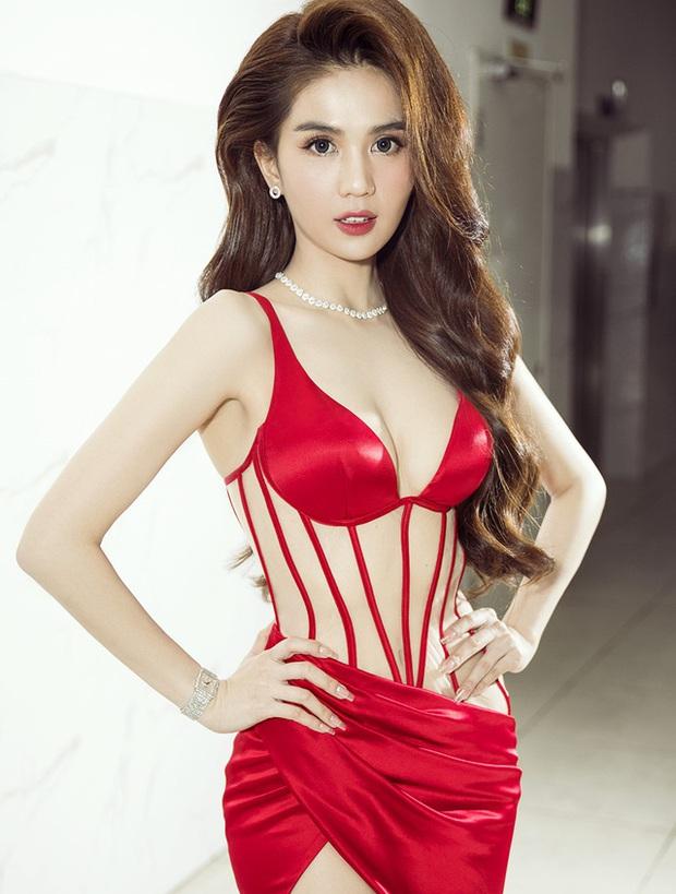 Clip phỏng vấn sau đăng quang Hoa hậu 10 năm trước của Ngọc Trinh: Body đẳng cấp từ xưa nhưng phát biểu ấp úng quá! - Ảnh 8.
