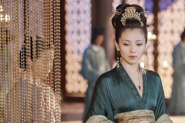 Hoàng hậu cả gan nhất lịch sử Trung Hoa: Dám bạt tai Hoàng đế đến xây xẩm mặt mày vì dung túng Phi tần loạn ngôn nói xấu chính thất - Ảnh 1.