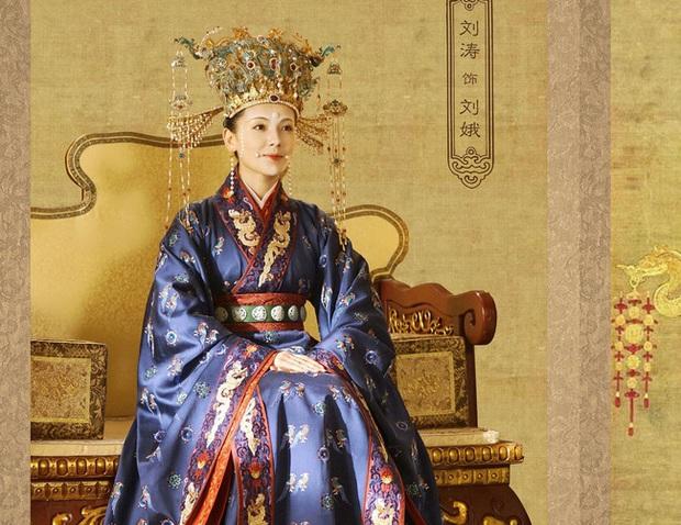 Hoàng hậu cả gan nhất lịch sử Trung Hoa: Dám bạt tai Hoàng đế đến xây xẩm mặt mày vì dung túng Phi tần loạn ngôn nói xấu chính thất - Ảnh 3.