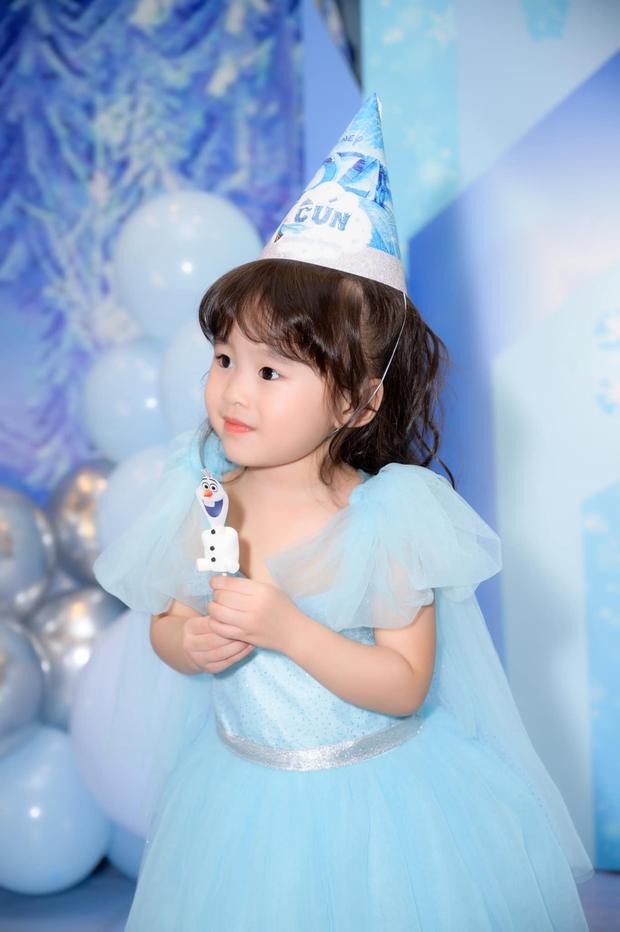 Tú Vi - Văn Anh khoe ảnh con gái tròn 3 tuổi xinh như thiên thần, tiết lộ sẽ cho con học một thứ đặc biệt khi vào lớp 1 - Ảnh 4.
