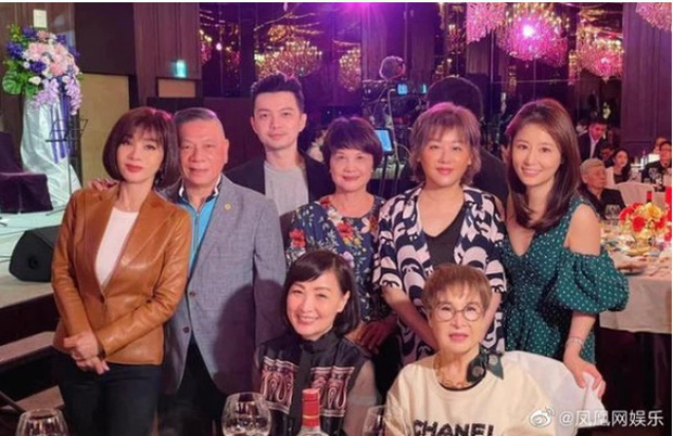 Hoắc Kiến Hoa bất ngờ đến tận phim trường thăm Lâm Tâm Như, nhìn thái độ là biết mê vợ tới nhường nào - Ảnh 9.