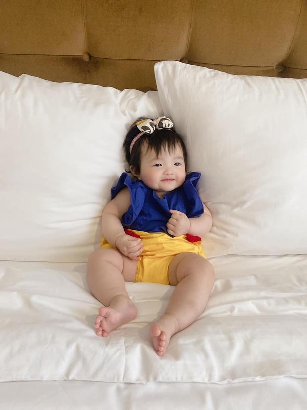 Winnie được Đông Nhi hóa trang thành bạch tuyết siêu cưng, netizen vội đoán giới tính nhóc tỳ thứ 2 tương lai nhờ 1 chi tiết - Ảnh 2.