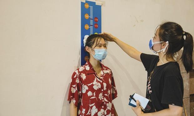Loạt ảnh diễn viên quần chúng bị giẫm đạp trên phim trường gây sốc MXH, netizen bất ngờ nhắc tên Vu Chính - Ảnh 9.