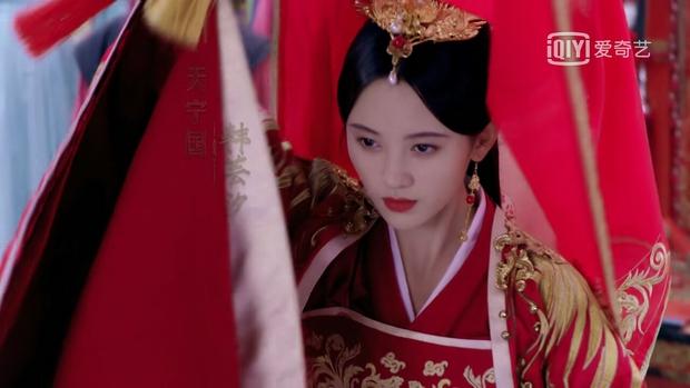 10 cô dâu Hoa ngữ đẹp nức nở sau lớp vải che mặt: Triệu Lệ Dĩnh - Lưu Diệc Phi cũng chào thua cặp đôi trùm cuối - Ảnh 7.