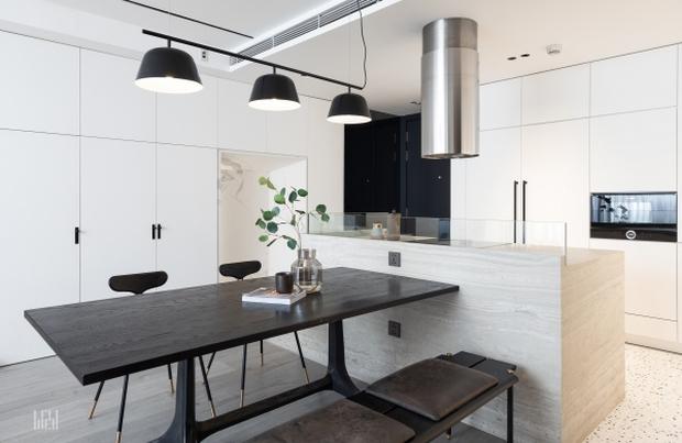 Tân trang căn hộ 125m2, kỹ sư IT khiến hội cuồng công việc thấy là ghiền với phong cách tối giản đẹp tinh tế - Ảnh 3.
