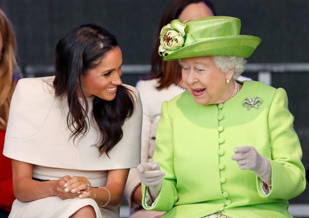 """Nữ hoàng Anh từng ưu ái và quý mến Meghan hơn hẳn mọi người nghĩ, nhưng cuối cùng lại bị cháu dâu """"phủi sạch"""" trong cuộc phỏng vấn - Ảnh 3."""