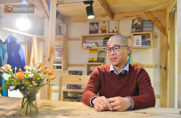 Người đàn ông đi hơn 50 quốc gia, mở thư viện sách miễn phí ở Hà Nội: Nhìn các con thích đọc sách hơn cầm điện thoại là vui rồi - Ảnh 1.