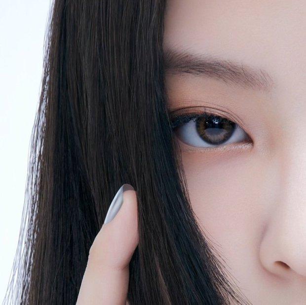 Đếm số nhãn hàng trên... body Jennie: Cổ có Chanel, mắt có Gentle Monster, nữ thần quảng cáo là đây chứ đâu! - Ảnh 9.