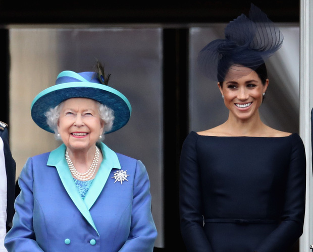 """Nữ hoàng Anh từng ưu ái và quý mến Meghan hơn hẳn mọi người nghĩ, nhưng cuối cùng lại bị cháu dâu """"phủi sạch"""" trong cuộc phỏng vấn - Ảnh 1."""