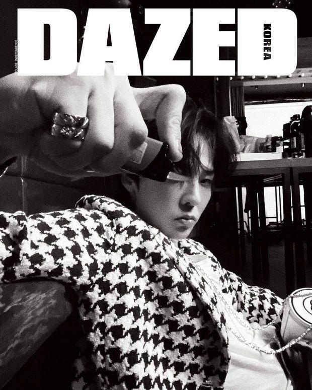 Ông hoàng Kpop G-Dragon tái xuất trên tạp chí sau tin hẹn hò Jennie: Cân đồ khó nhằn, tóc có gì hot mà Knet khen tíu tít? - Ảnh 5.