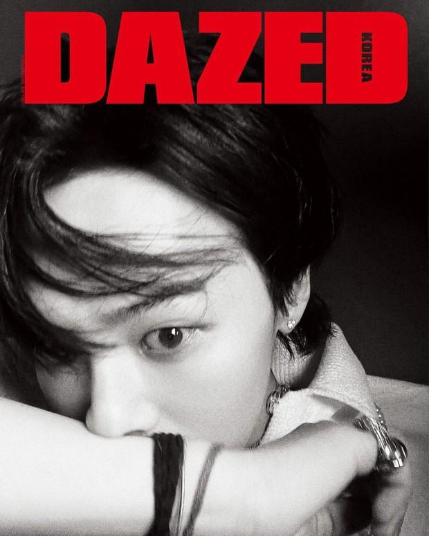 Ông hoàng Kpop G-Dragon tái xuất trên tạp chí sau tin hẹn hò Jennie: Cân đồ khó nhằn, tóc có gì hot mà Knet khen tíu tít? - Ảnh 6.