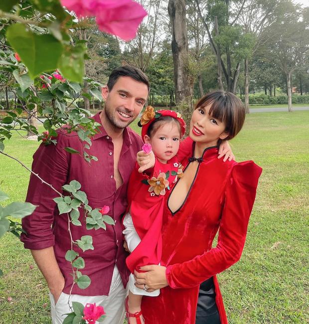 Sau 1 năm cho con đi học sớm, vợ chồng siêu mẫu Hà Anh hạnh phúc vì bé Myla bộc lộ nhiều tài năng, kiếm được tiền khi mới 2 tuổi nhờ page thời trang riêng - Ảnh 1.