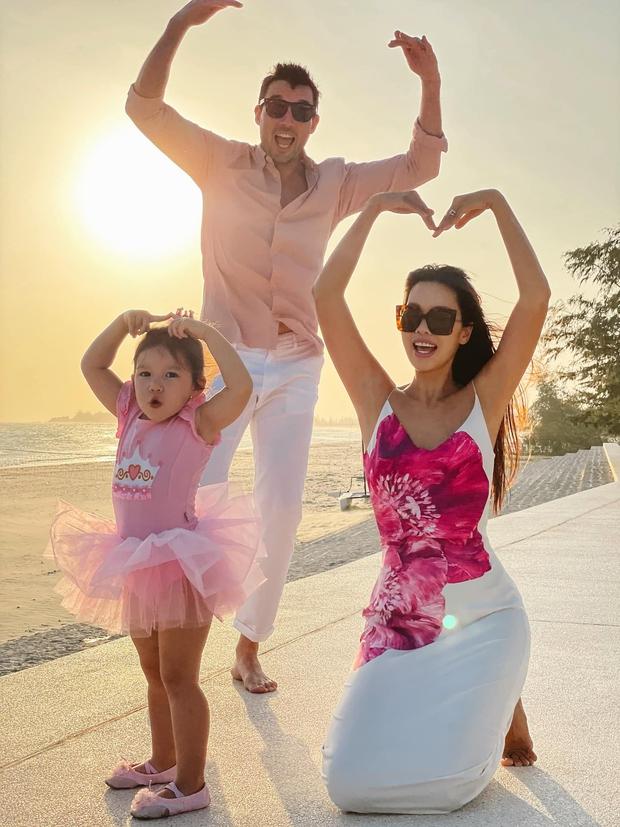 Sau 1 năm cho con đi học sớm, vợ chồng siêu mẫu Hà Anh hạnh phúc vì bé Myla bộc lộ nhiều tài năng, kiếm được tiền khi mới 2 tuổi nhờ page thời trang riêng - Ảnh 8.