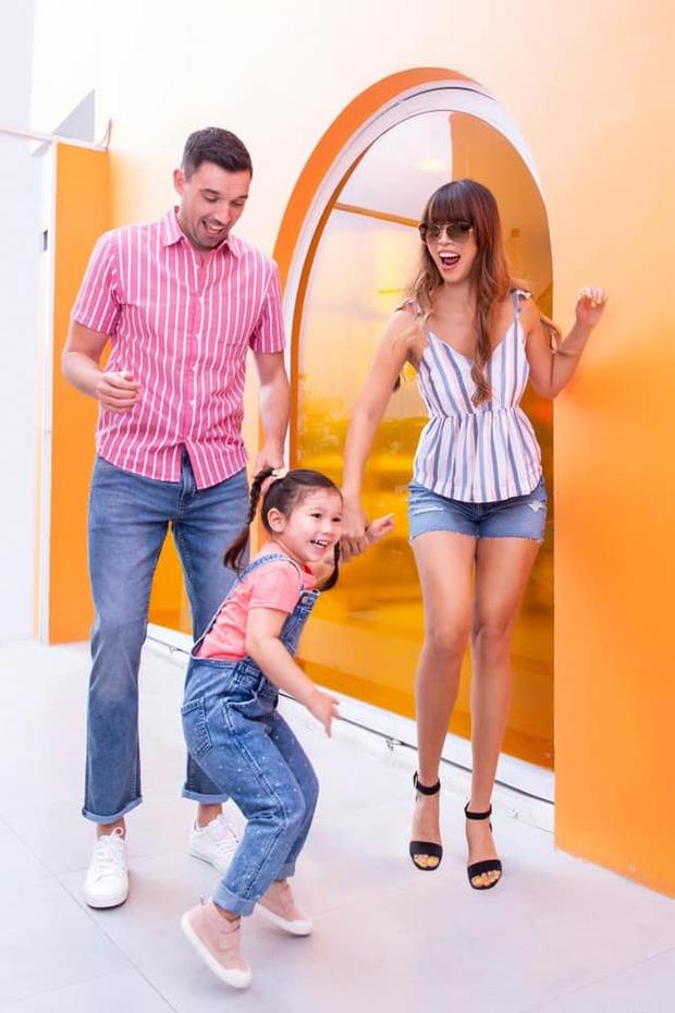 Sau 1 năm cho con đi học sớm, vợ chồng siêu mẫu Hà Anh hạnh phúc vì bé Myla bộc lộ nhiều tài năng, kiếm được tiền khi mới 2 tuổi nhờ page thời trang riêng - Ảnh 9.