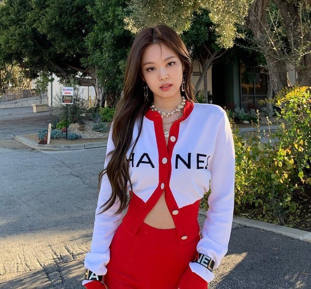 Đếm số nhãn hàng trên... body Jennie: Cổ có Chanel, mắt có Gentle Monster, nữ thần quảng cáo là đây chứ đâu! - Ảnh 2.