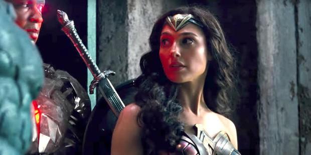 Lộ chuyện Gal Gadot bị đạo diễn Justice League bắt phải câm miệng, sỉ nhục sau phốt nhốt vào phòng kín - Ảnh 4.