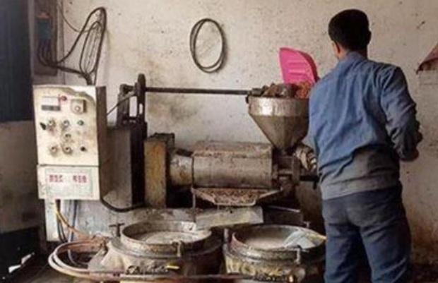 Người đàn ông 33 tuổi phát hiện mắc ung thư gan sau 280 ngày vợ cho ăn loại dầu handmade mới mua - Ảnh 2.
