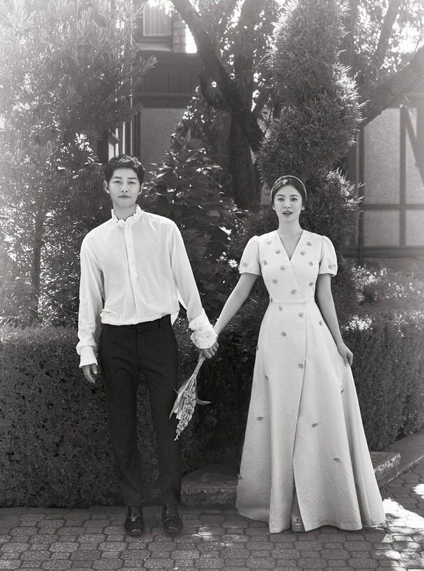 9 cặp đôi đẹp nhức nách ở phim Hàn: Kim Soo Hyun - Seo Ye Ji bao giờ công khai như Son Ye Jin nhỉ? - Ảnh 13.