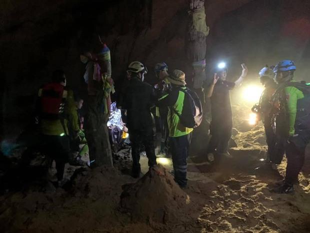 Trên đường hành hương, nhà sư Thái Lan bị mắc kẹt 3 ngày trong động lớn ngập nước và cuộc giải cứu ngoạn mục của 17 thợ lặn - Ảnh 5.