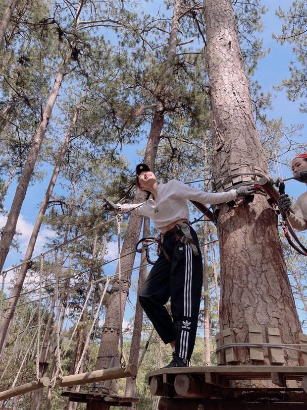 Trải nghiệm Đà Lạt nguy hiểm bạn chưa từng biết: Đu dây leo cây như Spider-Man, 4 giờ sáng chèo thuyền kinh hoàng! - Ảnh 2.