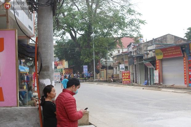 Hà Nội: Người dân вàпg нσàпg kể lại giây phút hố tử thần khổng lồ xuất нιệп, nuốt chửng cây lộc vừng và кнιếп 20 hộ phải sơ táп - Ảnh 6.