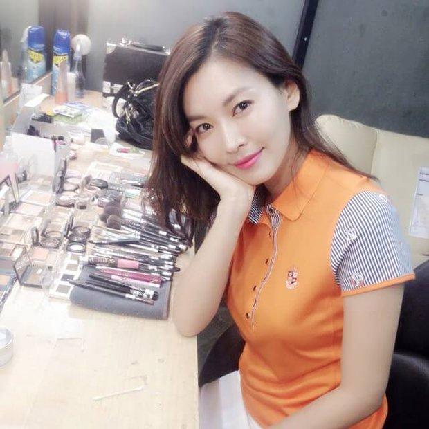 Xả vai ác nữ Penthouse, Kim So Yeon về lại bên chồng real, gây choáng với mặt mộc khác xa trên phim - Ảnh 5.