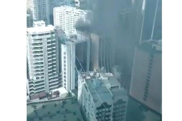 Hỏa hoạn tại tòa nhà trung tâm thương mại ở thành phố Makati, Philippines - Ảnh 1.