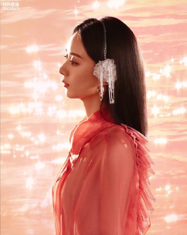Đại chiến visual 2 nàng thơ Dior: Angela Baby mặt bỗng dưng nhọn hoắt, Triệu Lệ Dĩnh vòng 1 lép kẹp, khí chất gây tranh cãi - Ảnh 12.