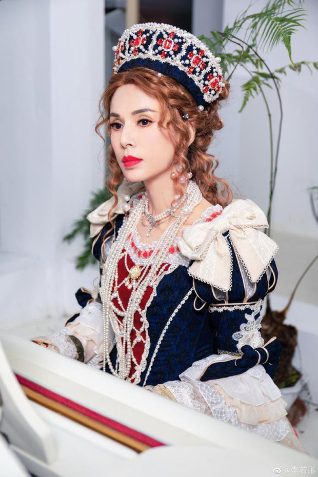 Lý Nhược Đồng diện đồ Lolita, sắc vóc cực phẩm tuổi 55 gây bão - Ảnh 1.