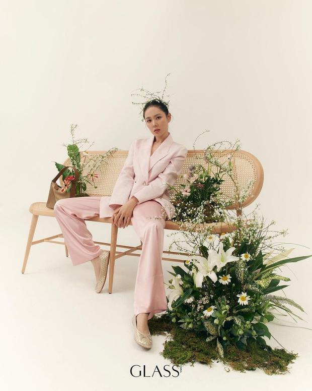 Son Ye Jin đẳng cấp như nữ thần mùa xuân, ảnh hậu trường còn xuất sắc hơn cả ảnh tạp chí - Ảnh 3.