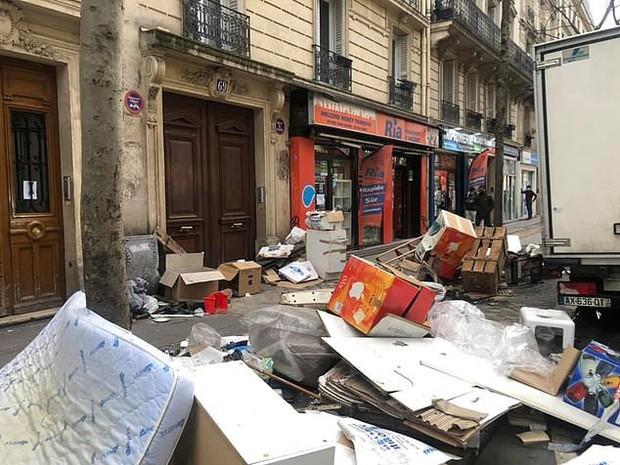 Những hình ảnh gây sốc cho thấy thành phố Paris hoa lệ ngập trong rác khiến cộng đồng mạng thất vọng tràn trề, chuyện gì đang xảy ra? - Ảnh 2.