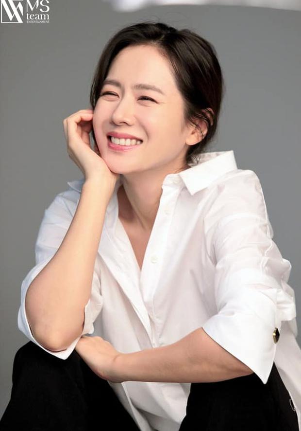 Son Ye Jin đẳng cấp như nữ thần mùa xuân, ảnh hậu trường còn xuất sắc hơn cả ảnh tạp chí - Ảnh 12.