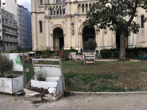 Những hình ảnh gây sốc cho thấy thành phố Paris hoa lệ ngập trong rác khiến cộng đồng mạng thất vọng tràn trề, chuyện gì đang xảy ra? - Ảnh 8.