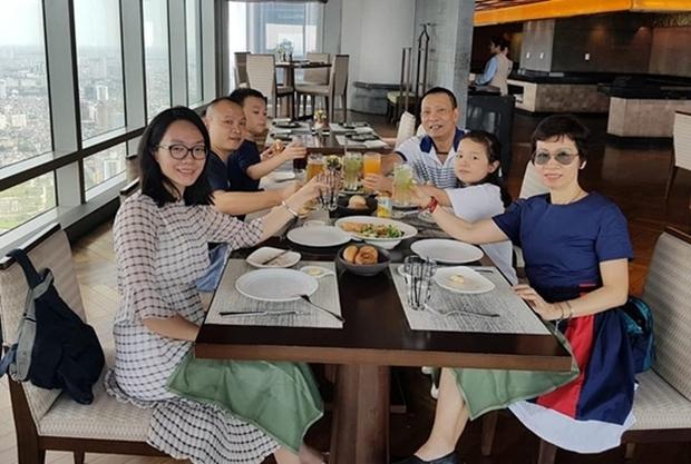 Đời tư của dàn MC kỳ cựu Thanh Bạch, Quyền Linh, Lại Văn Sâm: Người kín tiếng, kẻ rình rang tổ chức đám cưới 10 lần - Ảnh 12.