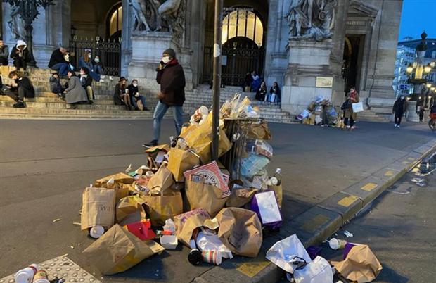 Những hình ảnh gây sốc cho thấy thành phố Paris hoa lệ ngập trong rác khiến cộng đồng mạng thất vọng tràn trề, chuyện gì đang xảy ra? - Ảnh 9.