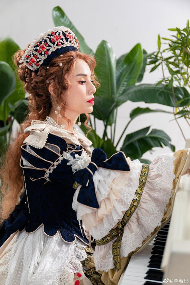 Lý Nhược Đồng diện đồ Lolita, sắc vóc cực phẩm tuổi 55 gây bão - Ảnh 3.