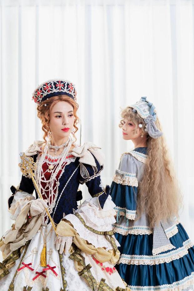 Lý Nhược Đồng diện đồ Lolita, sắc vóc cực phẩm tuổi 55 gây bão - Ảnh 4.