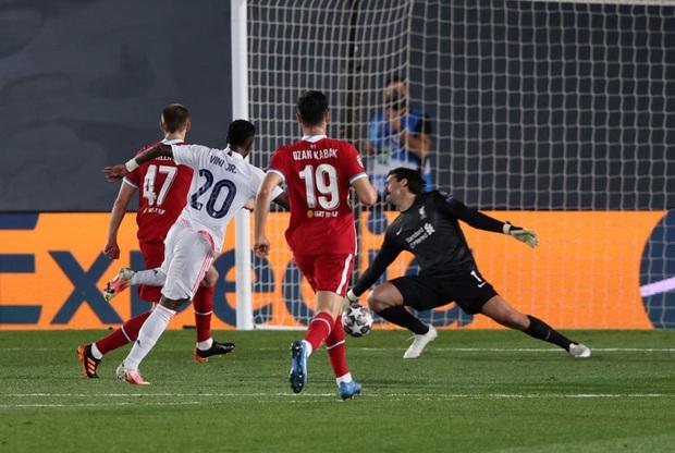 Vắng cả cặp trung vệ số 1, Real Madrid vẫn đủ sức đè bẹp Liverpool - Ảnh 6.